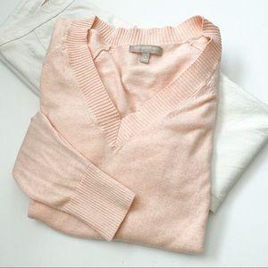 Banana Republic pale pink vneck split hem sweater